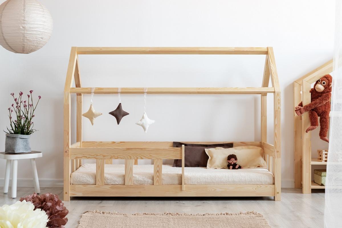 Dětská postel domeček